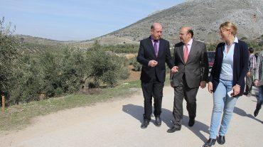 La Diputación remodela los accesos a laCueva del Agua en CogollosVega