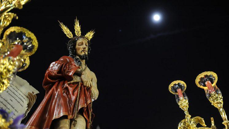 Jesús de la Sentencia, de Las Maravillas, dejó imágenes bellas con la luna como testigo de excepción. Foto: Alejandro Romero