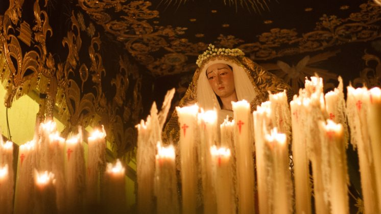 La Virgen de la Amargura lució una corona de pitiminí por su coronación canónica. Foto: Antonio Ropero