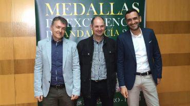 La Plataforma para la Declaración de Sierra Bermejacomo Parque Nacional recibe la Medalla de Excelenciade Andalucía