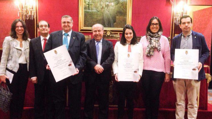 Los galardonados, en el momento de recoger su premio. Foto: Paciencia y Penas