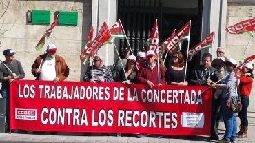 Protesta para reclamar el pago de la parte adicional de las pagas extras de los profesores de la concertada