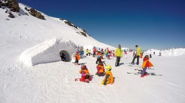 Sierra Nevada acoge el I Festival del Esquí con carreras entre amigos, música y pruebas de material