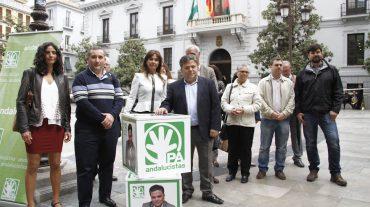 Domingo Funes, candidato a la Alcaldía de Granada por el PA, presenta su lista en la Plaza del Carmen
