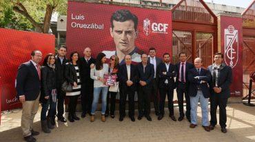 El Granada CF dedica la puerta 2 del Nuevo Los Cármenes a Luis Oruezábal 'Chikito'