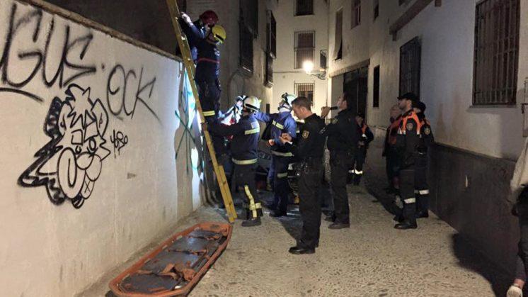 Los hechos se han producido en la madrugada de este sábado en la calle Elvira. Foto: Protección Civil Granada