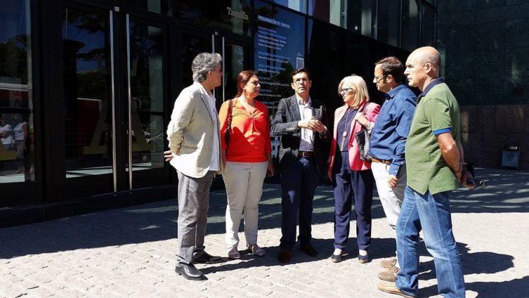 El candidato del PSOE a la Alcaldía, Francisco Cuenca, a las puertas del Palacio de Congresos. Foto: aG