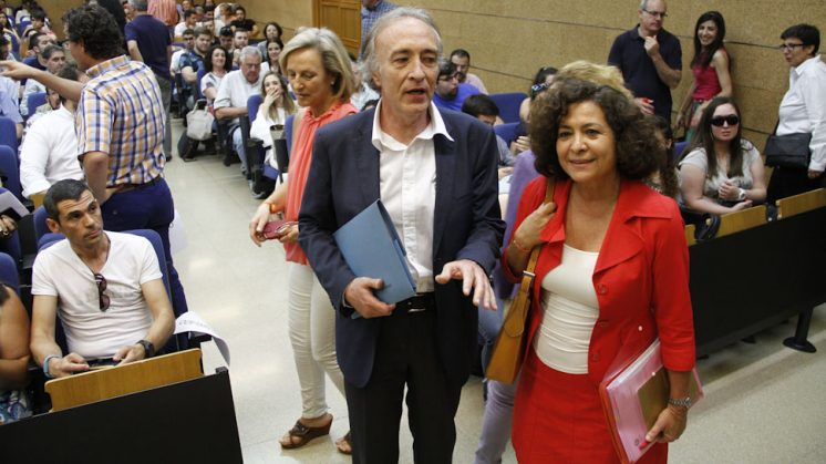 Indalecio Sánchez y Pilar Aranda participaron en un debate hace dos semanas. Foto: Álex Cámara