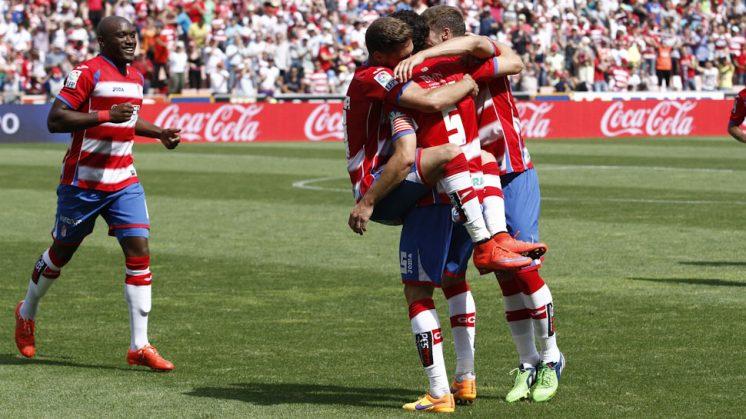 Los jugadores del Granada CF celebran el primer gol ante el Córdoba el pasado sábado. Foto: Álex Cámara