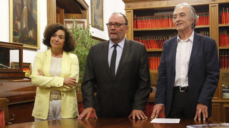 González Lodeiro ha presidido la firma de actas. Foto: Álex Cámara.