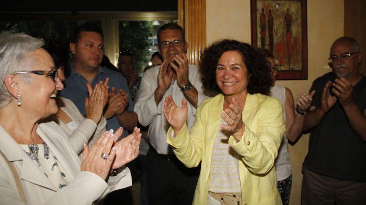 Aranda, a su llegada a la zona donde miembros de su candidatura seguían el recuento. Foto: Álex Cámara