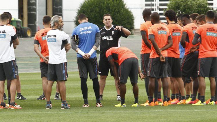 José Ramón Sandoval durante el entreno del equipo este martes. Foto: Álex Cámara