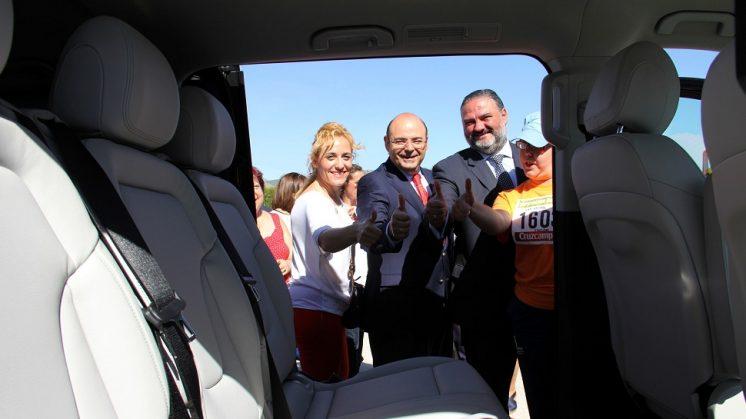 El Centro Ocupacional de Albolote estrena vehículo adaptado para el traslado de sus usuarios