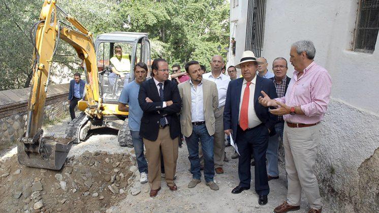 El alcalde ha visitado este miércoles la Cuesta de los Chinos, que se encuentra en reformas. Foto: Javier Algara