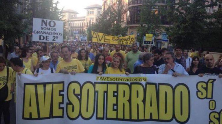 La protesta concentró a centenares de vecinos del mítico barrio granadino. Foto: @PacoCuenca