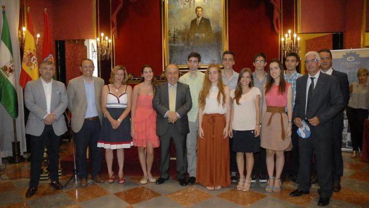 El mejores han a los obtenido Hurtado alcalde Torres que alumnos José junto notas rwaRrfBq