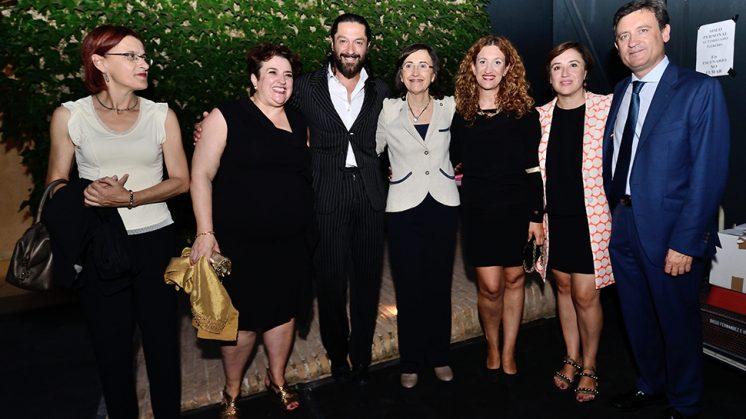 Visita. El artista Rafael Amargo ha recibido la visita de la Consejera de Cultura, Rosa Aguilar, antes del inicio del espectáculo. Foto: J.M. Grimaldi