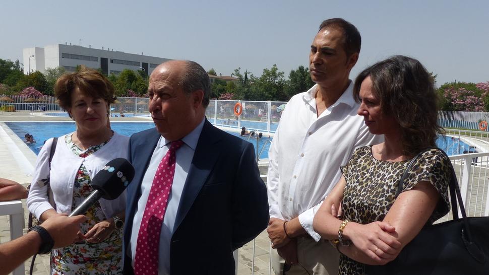 Ahora granada la piscina municipal de almanj yar lista for Piscina municipal de granada
