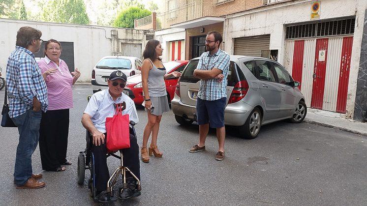 Los socialistas han visitado la calle Loma de Dílar en la mañana de este martes. Foto: aG