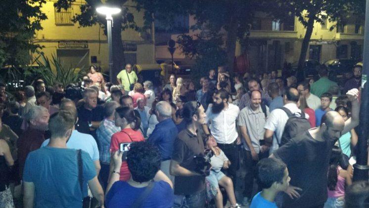 Vecinos de La Chana han querido expresar su repulsa ante la agresión a Marcos. Foto: @manutorrestv