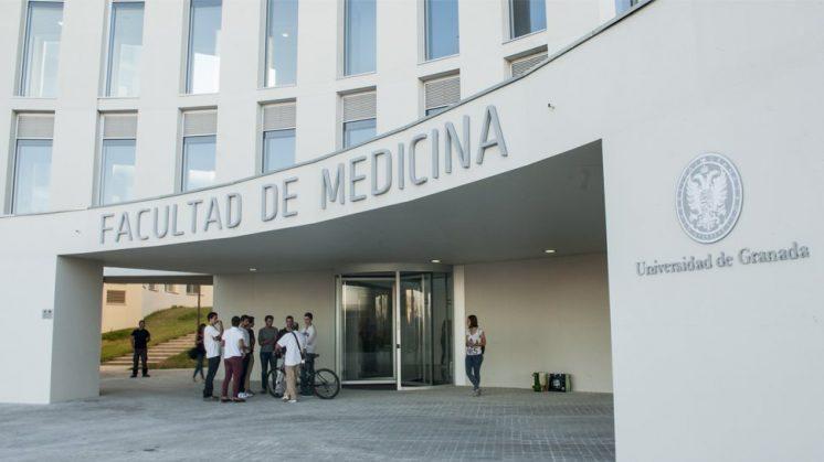 Entrada del nuevo edificio de la Facultad de Medicina. Foto: J. Morales.