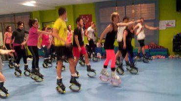 Las Gabias oferta a sus vecinos clases de un nuevo deporte llamado 'Kangoo Jumps', único en Granada