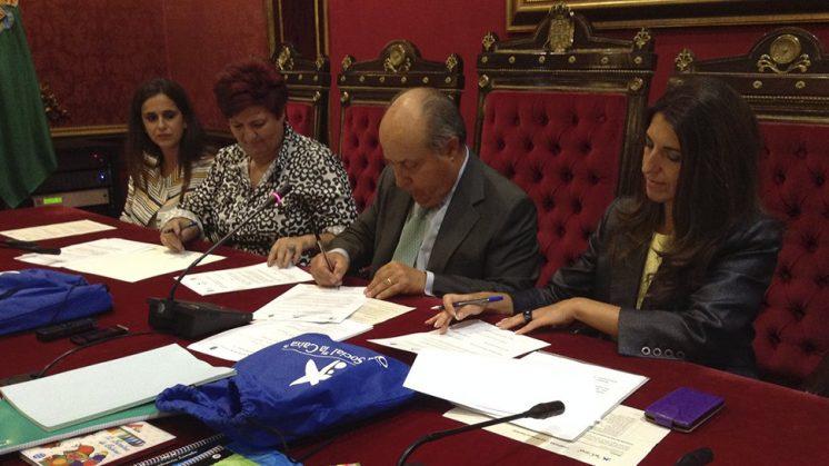 El salón de plenos del Ayuntamiento de Granada ha acogido la presentación de esta iniciativa. Foto: J. Morales.