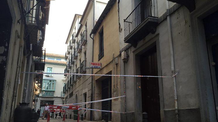 La calle San Isidro ha quedado completamente cortada. Foto: Luis F. Ruiz