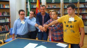 Jóvenes con Síndrome de Down realizan prácticas en centros de participación activa de personas mayores de Granada