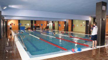La piscina cubierta de Alhendín ofrece nado en familia este sábado