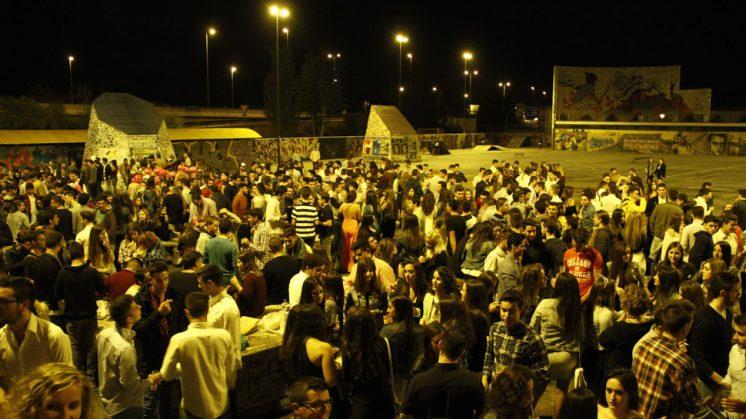 La mayoría de jóvenes cree que el recinto debe permanecer abierto. Foto: Álex Cámara