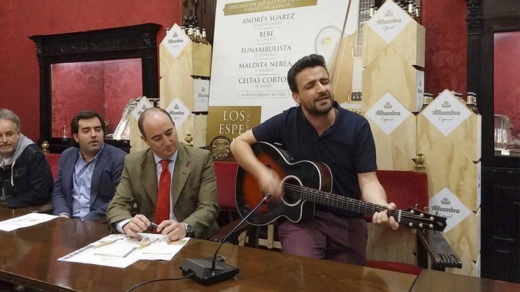 Diego Cantero, el líder de la banda Funambulista durante la presentación de 'Los Especiales de Alhambra y Cía'. Foto: Javier Algarra