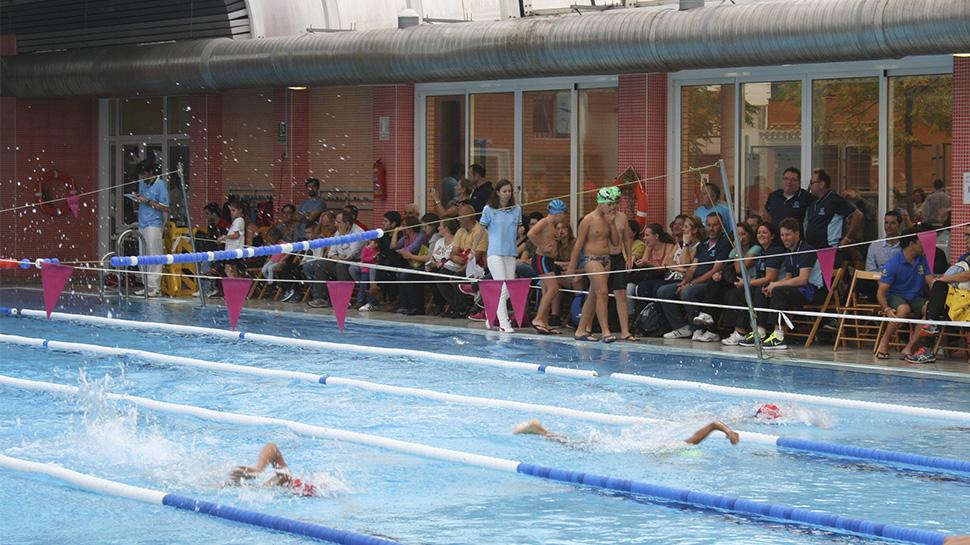 Ahora granada la piscina municipal de la zubia en busca for Piscina municipal de granada
