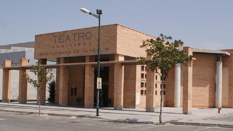 Alhendín otorga un bono descuento de acceso al teatro a familias numerosas