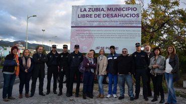 La Zubia instala una valla con su declaración de 'Municipio Libre de Desahucios'