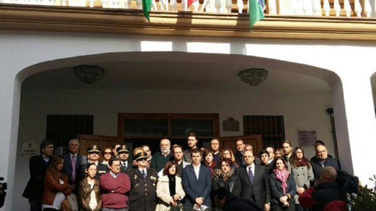 Monachil guarda un minuto de silencio por el agente García Tudela, asesinado en el atentado en Kabul