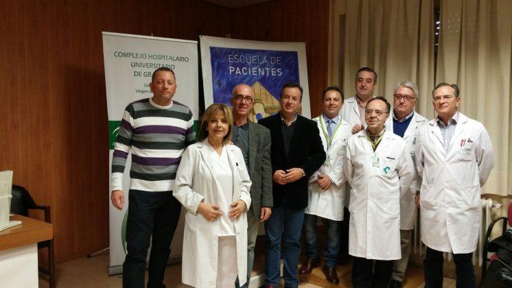 En el Complejo Hospitalario Universitario de Granada se atiende en torno a 150 pacientes al año que han sido sometidos a este procedimiento. Foto: aG