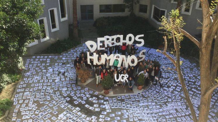 Estudiantes de Trabajo Social elaboran un 'collage' sobre los Derechos Humanos