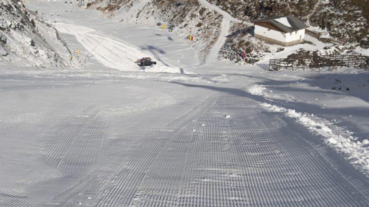 La estación ha alcanzado este fin de semana un nuevo máximo en superficie esquiable, con 20 kilómetros de pistas, en la zona de Borreguiles y Rio. Foto: aG / Sierra Nevada
