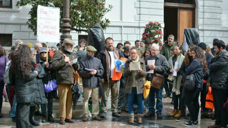 Pilar Rivas, concejal de Vamos Granada ha sido una de las personas en leer las reivindicaciones de los manifestantes. Foto: aG | Vamos Granada