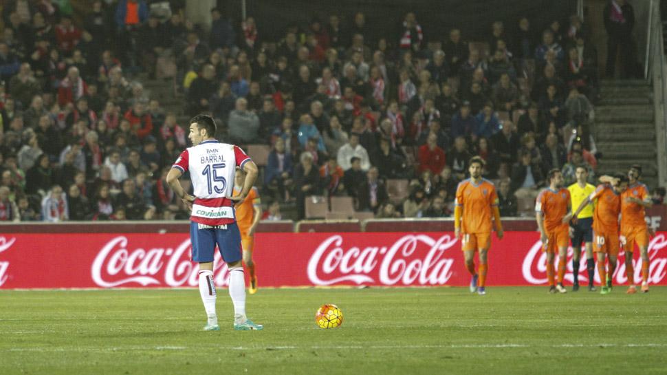 02 ANDRÉS SALVA Y LA IGUALDAD LA ROMPE PAREJO. En la segunda parte, Parejo aprovechó una contra y una jugada combinativa del Valencia CF para adelantar a su equipo. Andrés Fernández había salvado a su equipo en varias ocasiones, pero poco pudo hacer en el remate del centrocampista.