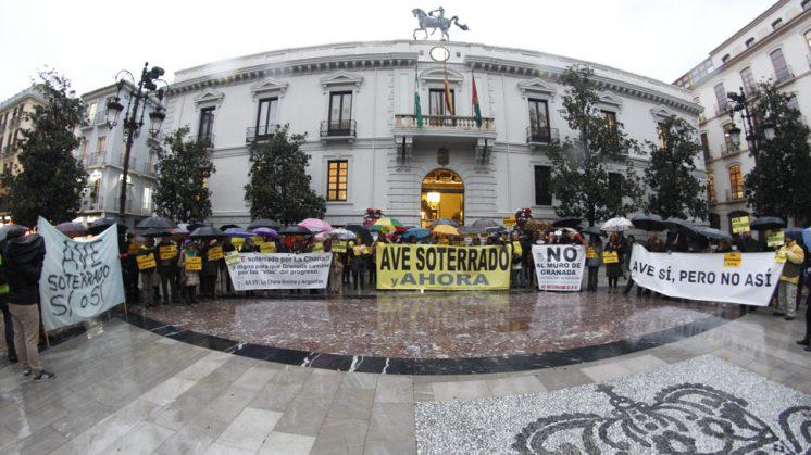 La concentración en la Plaza del Carmen comenzó hacia las 19.00 horas de este jueves. Foto: Álex Cämara