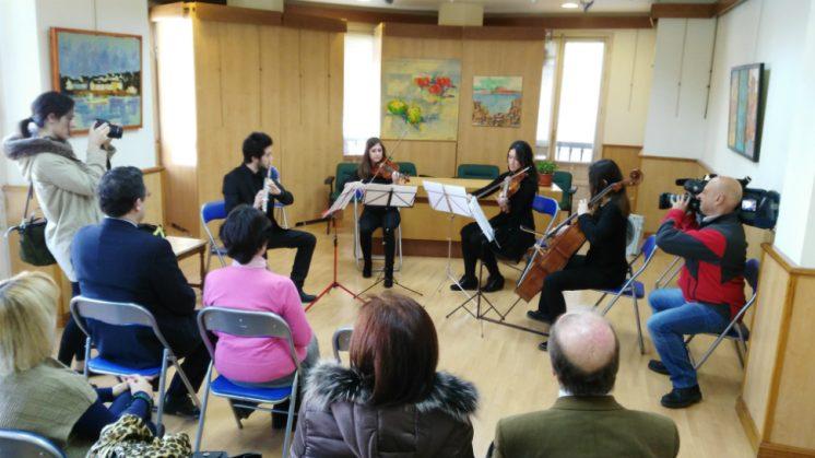 Un quinteto de Mozart interpretado por un grupo de cámara, este jueves, en la sede del CALC tras la firma del convenio. Foto: aG