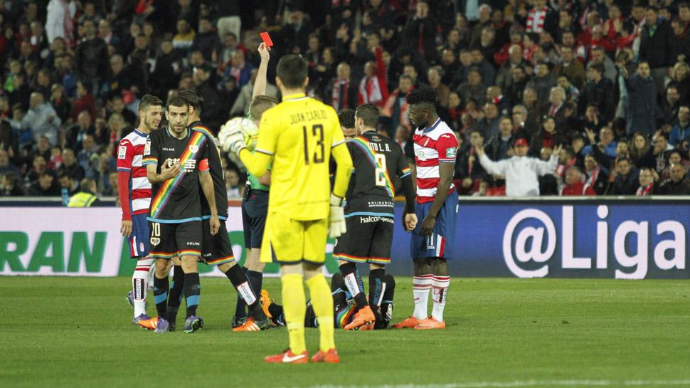 03 OTRA EXPULSIÓN ROJIBLANCA. El Granada CF volvió a sufrir una expulsión más en este partido que también marcó el transcurso del partido. Success vio la doble amarilla y dejó a su equipo con diez jugadores desde el minuto 69