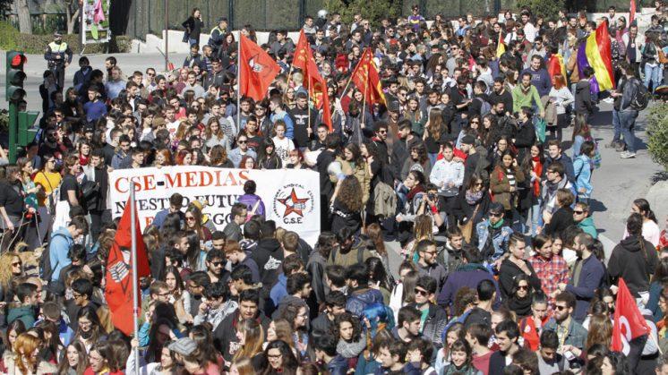 Ahora Granada - Más de 700 estudiantes se manifiestan contra ...