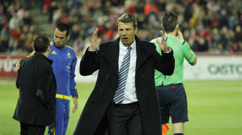 04 DOS PUNTOS MÁS QUE VUELAN. El Granada CF volvió a ver cómo se le escapaba la victoria en casa. En el 86', Ze Castro marcó el gol del empate que provocó que el conjunto granadino dejase escapar dos puntos más. Y ya van cuatro, teniendo en cuenta los del último partido contra el Espanyol
