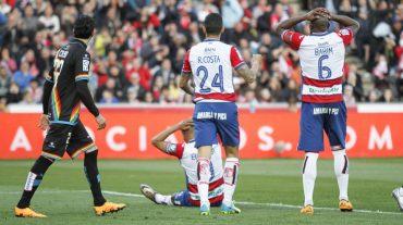 Alarma en la defensa del Granada CF por los apercibidos