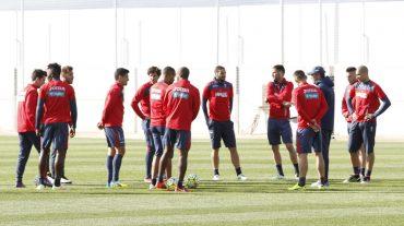 La plantilla del Granada CF entrena al completo