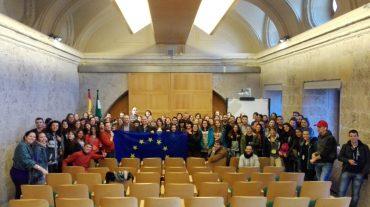 Más de 80 jóvenes voluntarios de la UE se reúnen con la coordinadora del IAJ