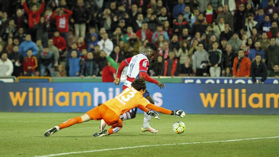 03 FALLOS CLAMOROSOS. Success volvió a ser el futbolistas más peligroso en el ataque del Granada, pero tuvo varias ocasiones, dos de ellas clarísimas, en las que no supo finalizar. Con casi todo a favor, el nigeriano falló y no anotó, para desesperación de la afición.